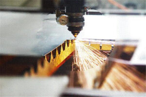 Focus adjustment and cut surface flatness of laser cutting equipment