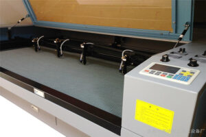 The characteristics of the three-group effect of the laser cutting machine