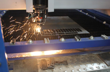 Measuring method of stainless steel medium and heavy plate